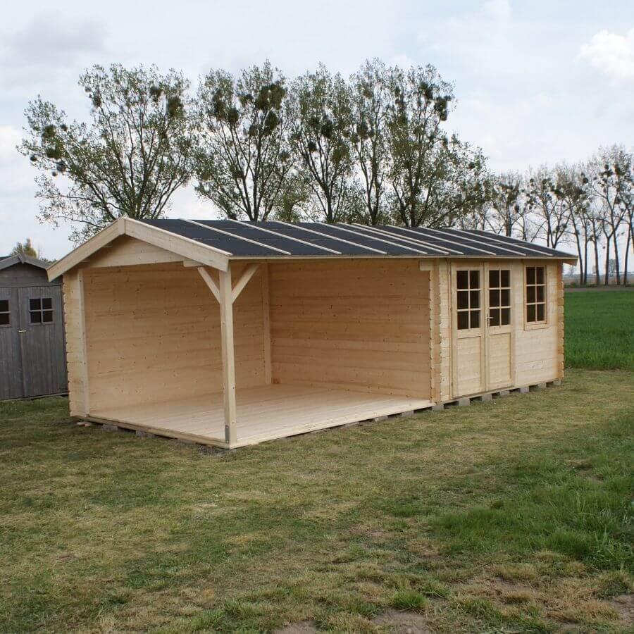 Domek drewniany z zadaszeniem
